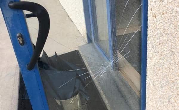 Puertas de cristal roto